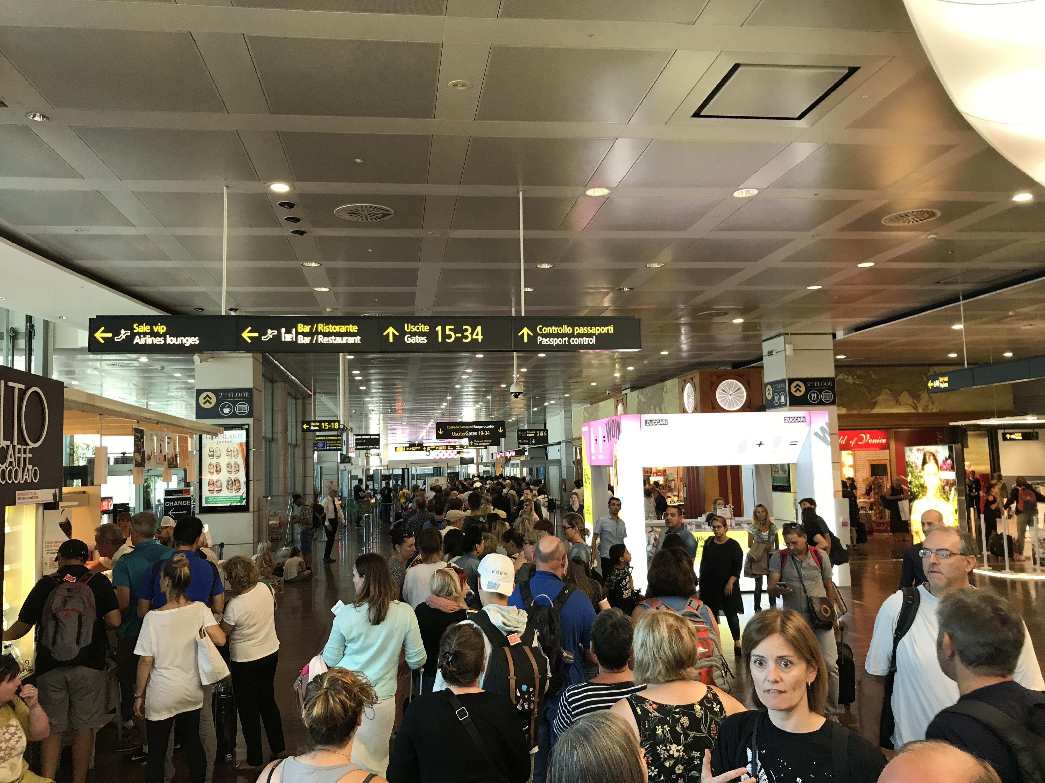 passport control schiphol