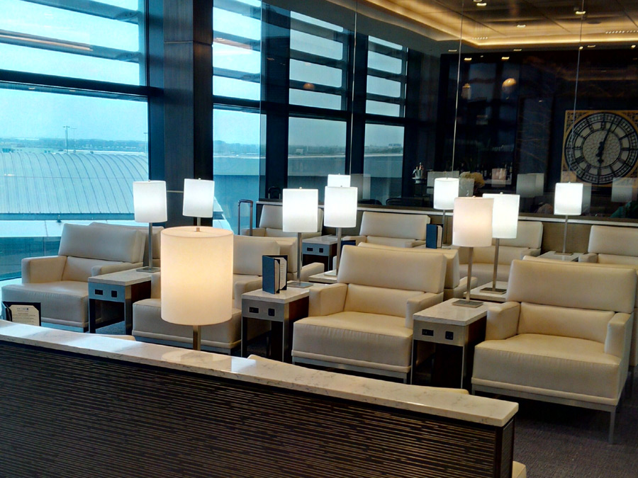 United Airlines First Class Lounge Skytrax