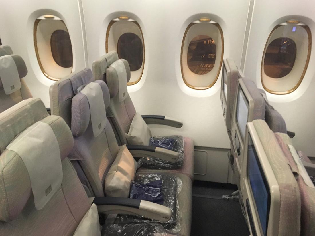Awesome Emirates Economy Class Trip Review From Kansai To Dubai Machost Co Dining Chair Design Ideas Machostcouk